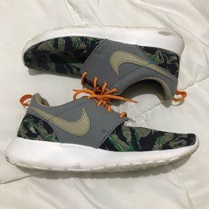 Nike camo roshe shoes
